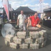 Deutsche Grillmeisterschaft in Fulda: Stefan Ruckelshaußen und Paul Guire mit Cococabana Grill-Briketts im neuen 9-Kilogramm-Karton